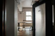 Perfectly-Blank (パーフェクトリーブランク):磨りガラスの扉