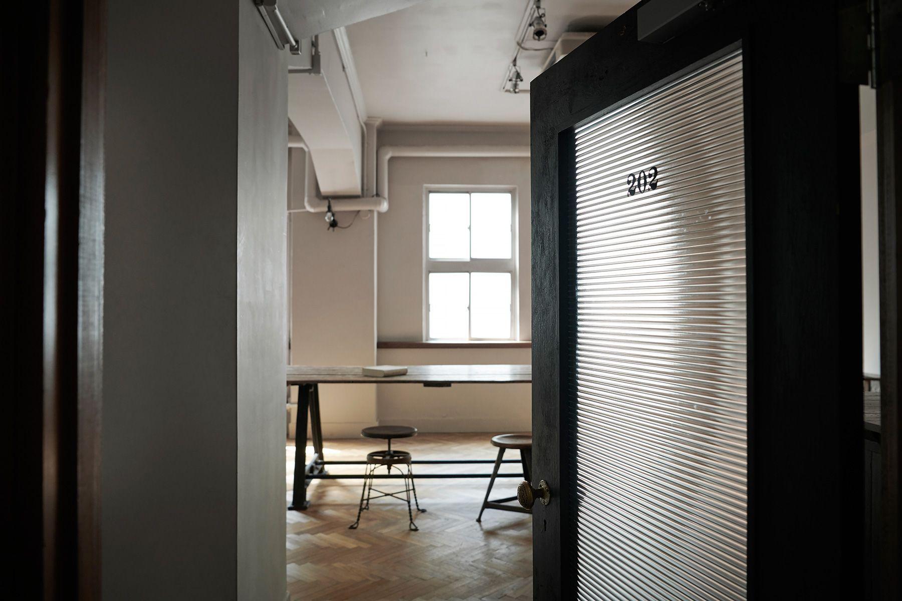 Perfectly-Blank (パーフェクトリーブランク)磨りガラスの扉