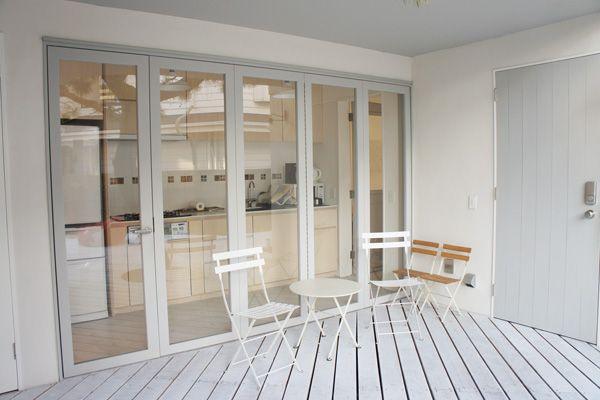 Seaside Hayama / 個人宅キッチンの扉は開きます