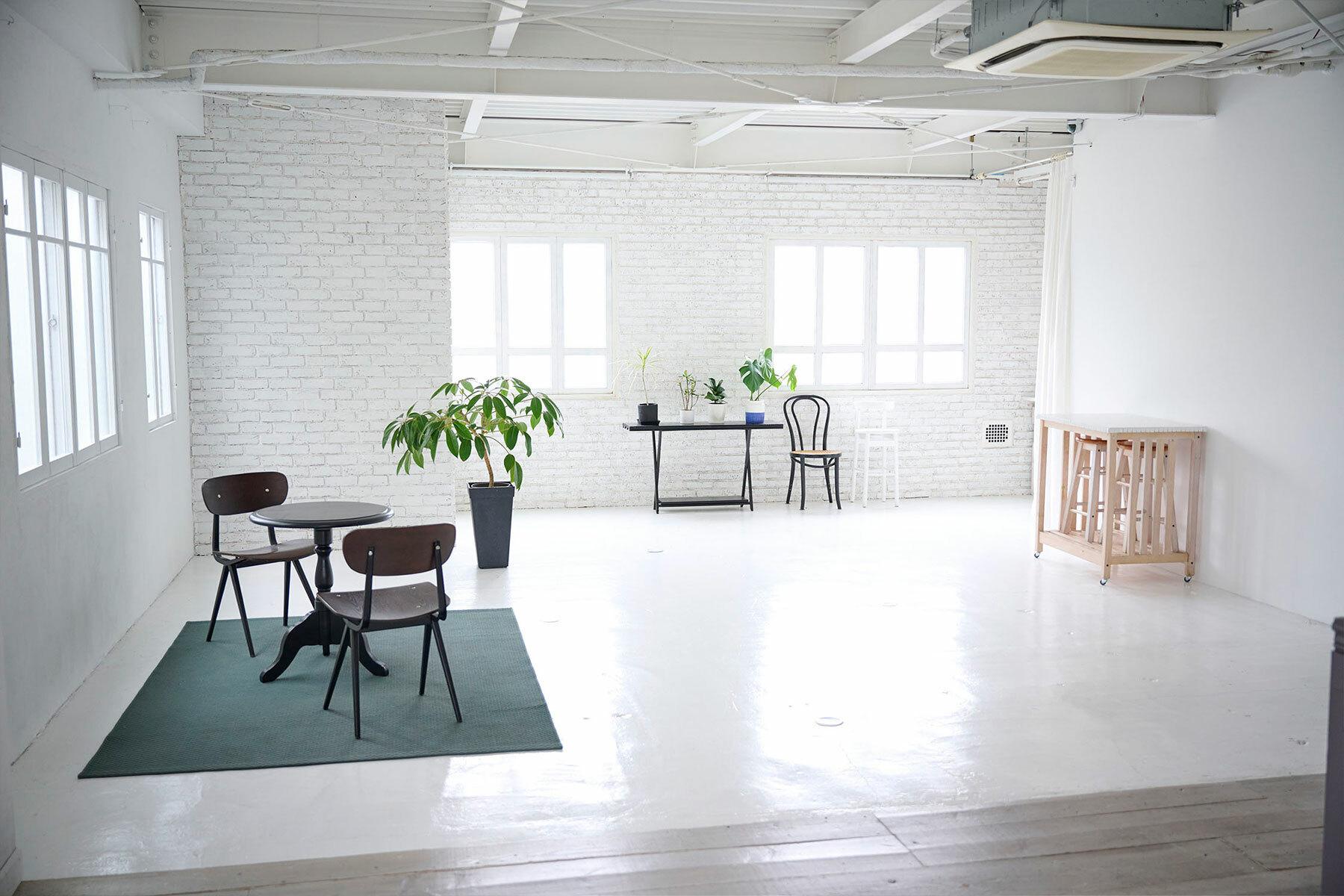 STUDIO FOGLIA 2st (スタジオ フォグリア 2st)窓を白レンガで塞げます