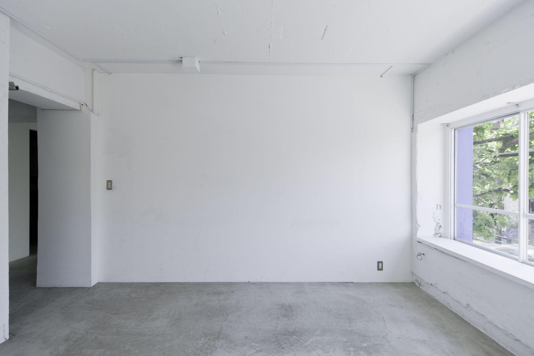 LEERES STUDIO (リアレススタジオ)小部屋 白い壁/2F