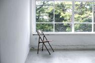 LEERES STUDIO (リアレススタジオ):グリーンが見える窓/2F