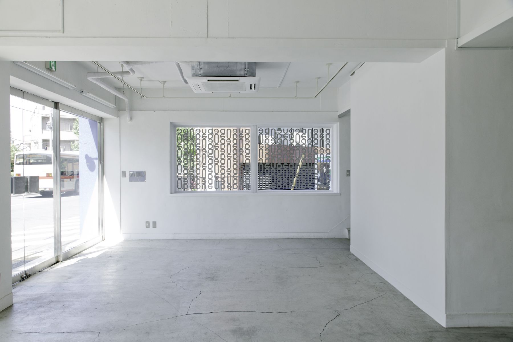 LEERES STUDIO (リアレススタジオ)入り口/1F