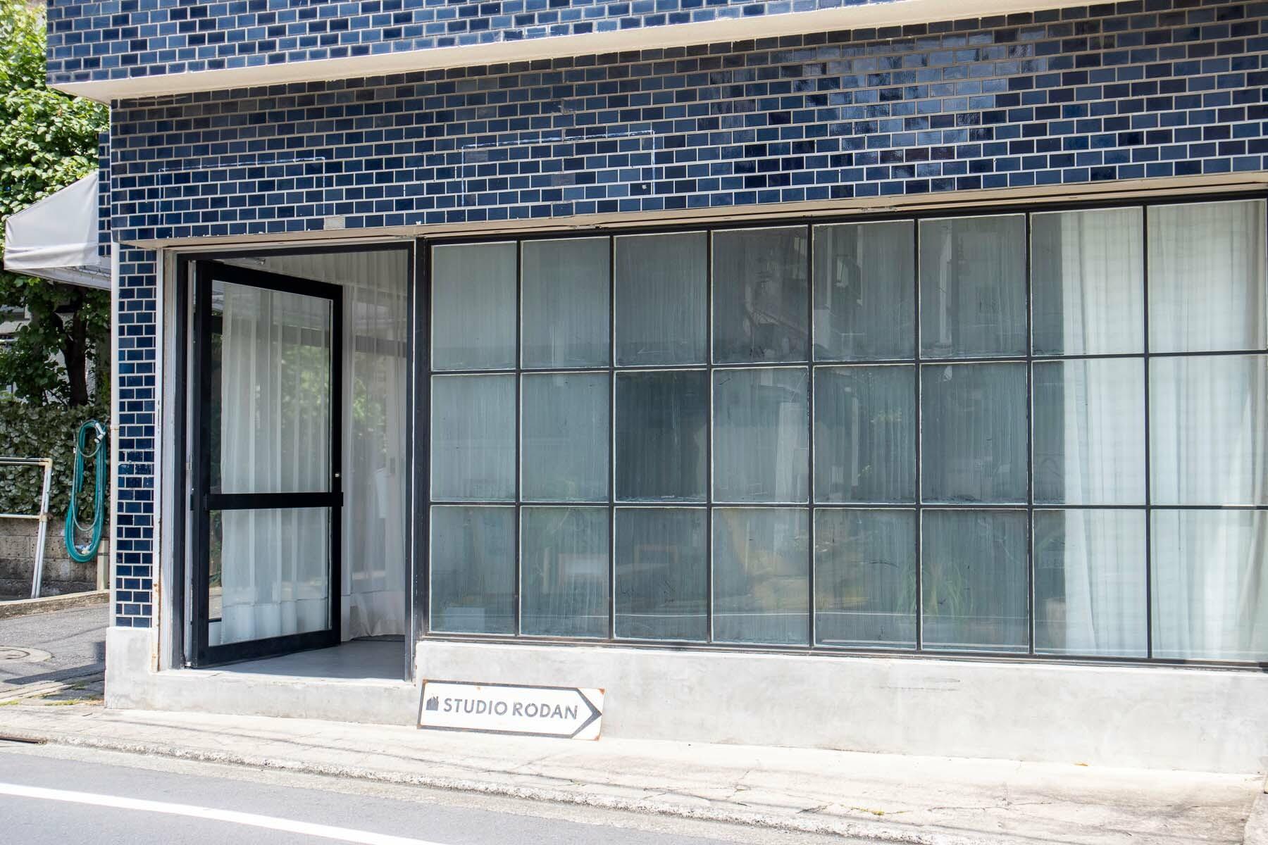 STUDIO RODAN(スタジオロダン) 1Fニュアンスのある格子窓