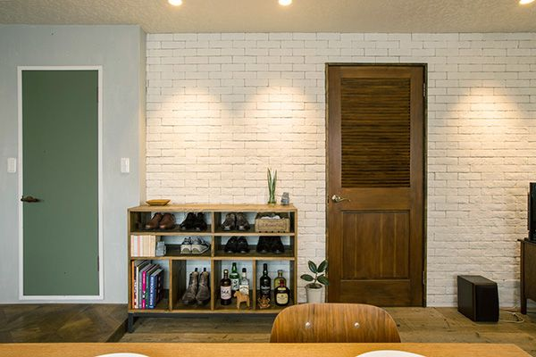 M RESIDENCE/個人宅 (エム レジデンス)存在感のある木製ドア