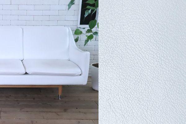 M RESIDENCE/個人宅 (エム レジデンス)ホワイトレザーのソファ