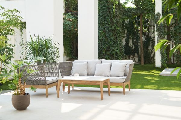Studio Basil Cool mint (スタジオ バジル クールミント)芝生のある中庭