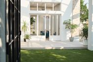 Studio Basil Cool mint (スタジオ バジル クールミント):芝生のある中庭