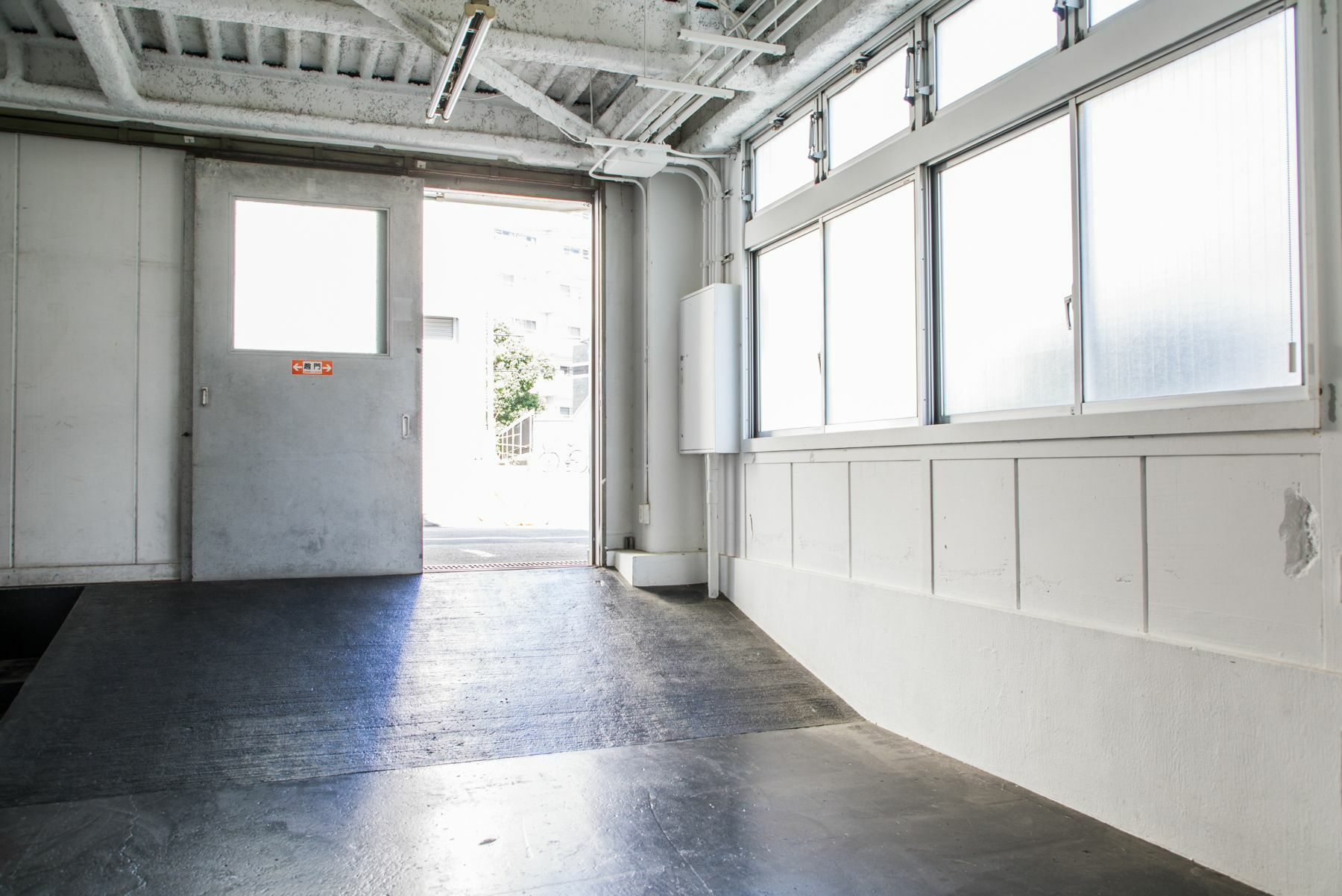 STUDIO iiwi 学芸大学 (スタジオ イーヴィ)スタジオ右側・共有部