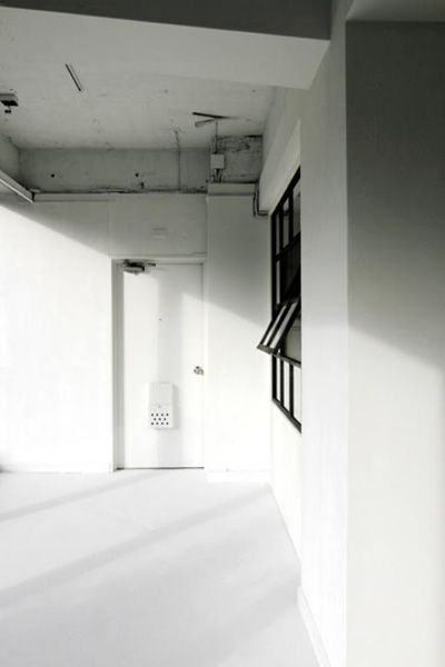 LEBEN SHARE HOUSE (レーベンシェアハウス)無機質な空間