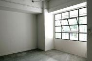 LEBEN SHARE HOUSE (レーベンシェアハウス):鉄格子の窓