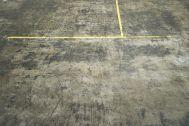 GOSARO EBISU(ゴサロ エビス):黄色いラインの床