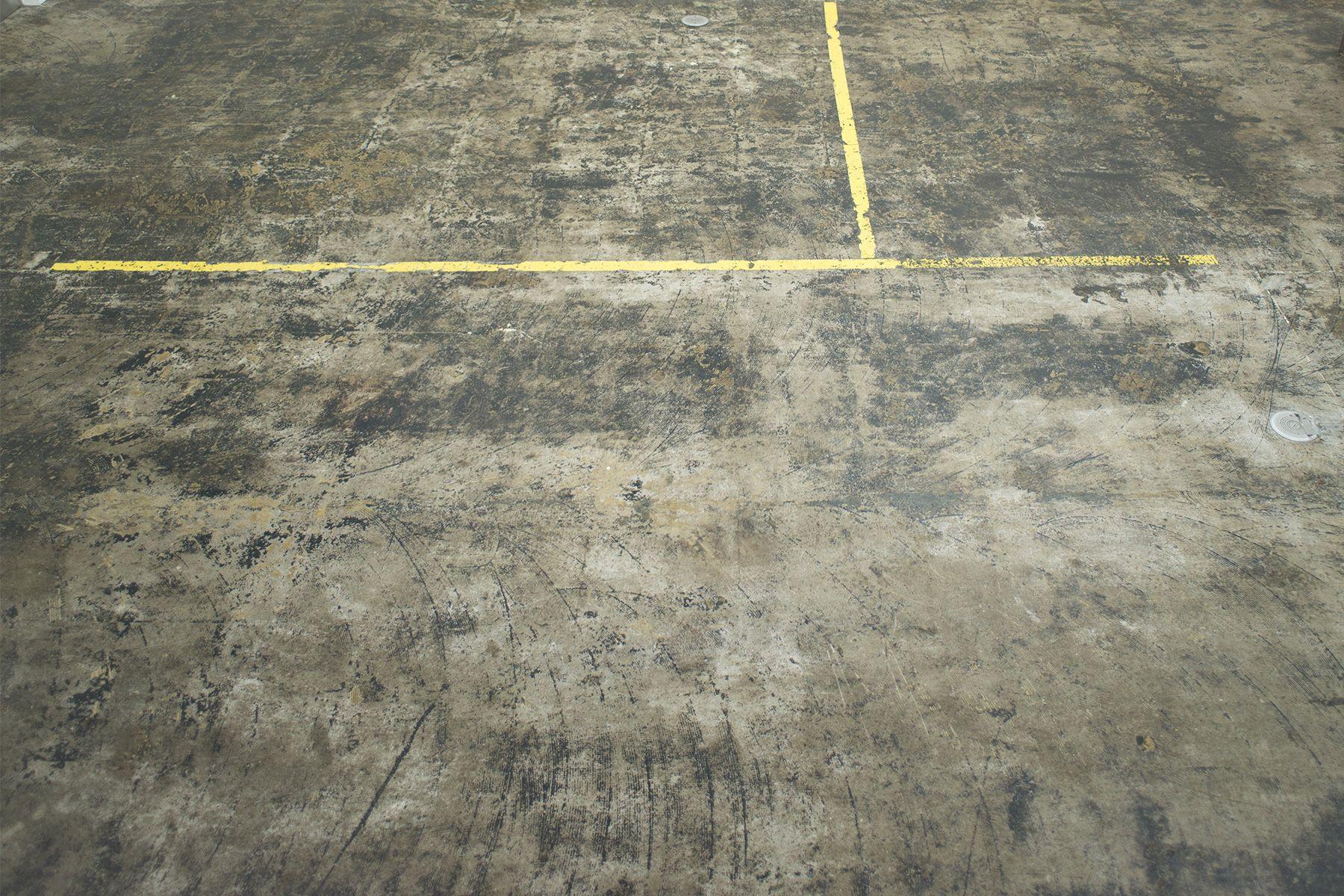 GOSARO EBISU(ゴサロ エビス)黄色いラインの床