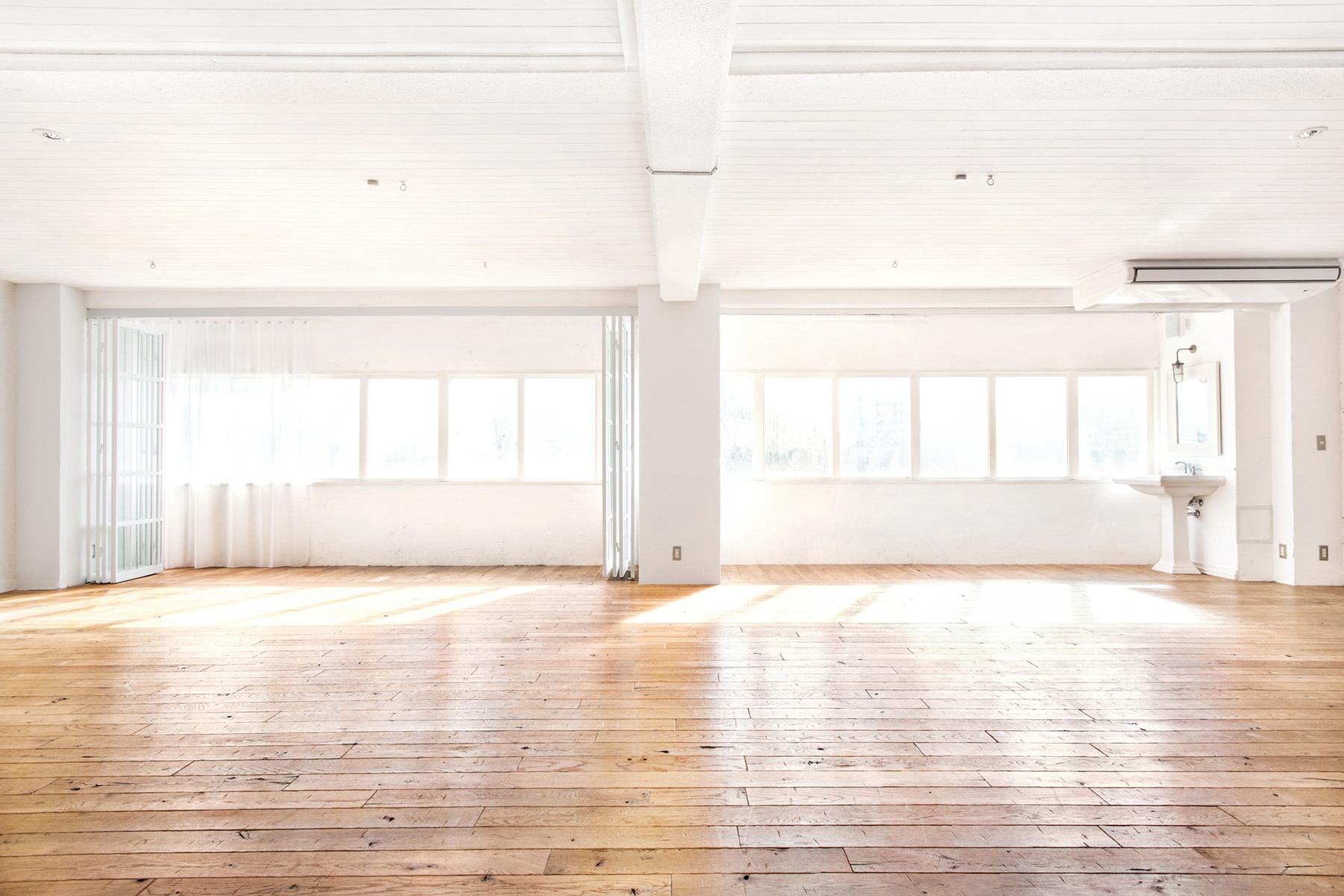 StudioBRICK 3F (スタジオブリック八丁堀3F)アンティークの木床