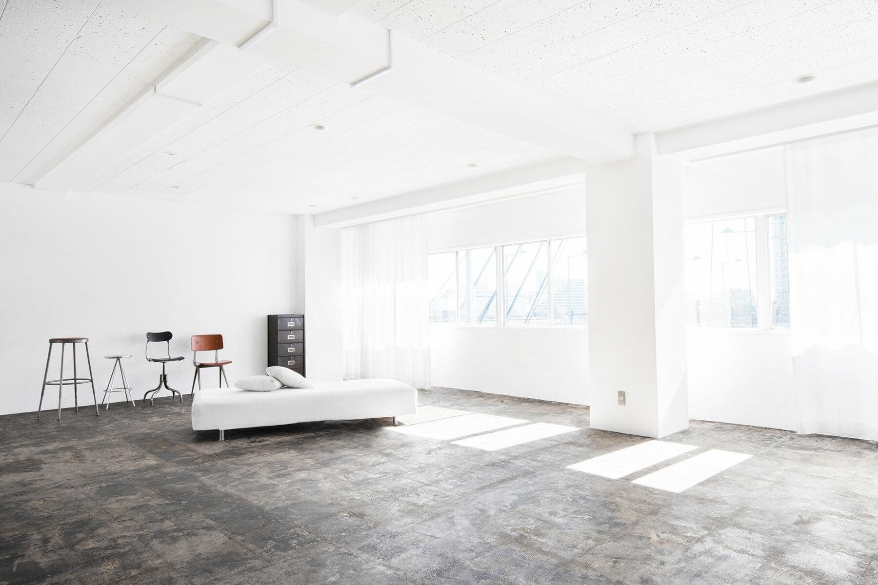 StudioBRICK 4F (スタジオブリック八丁堀4F)白壁×グレーの床
