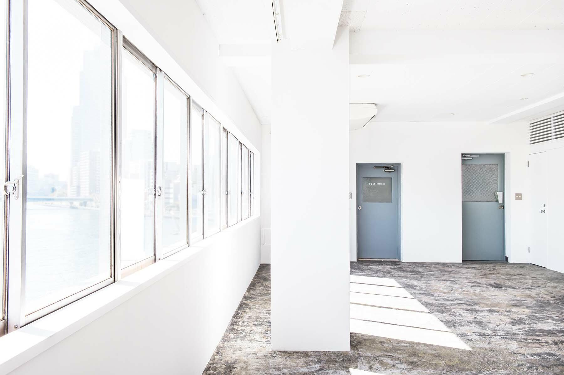 StudioBRICK 4F (スタジオブリック八丁堀4F)南東側の一連の窓