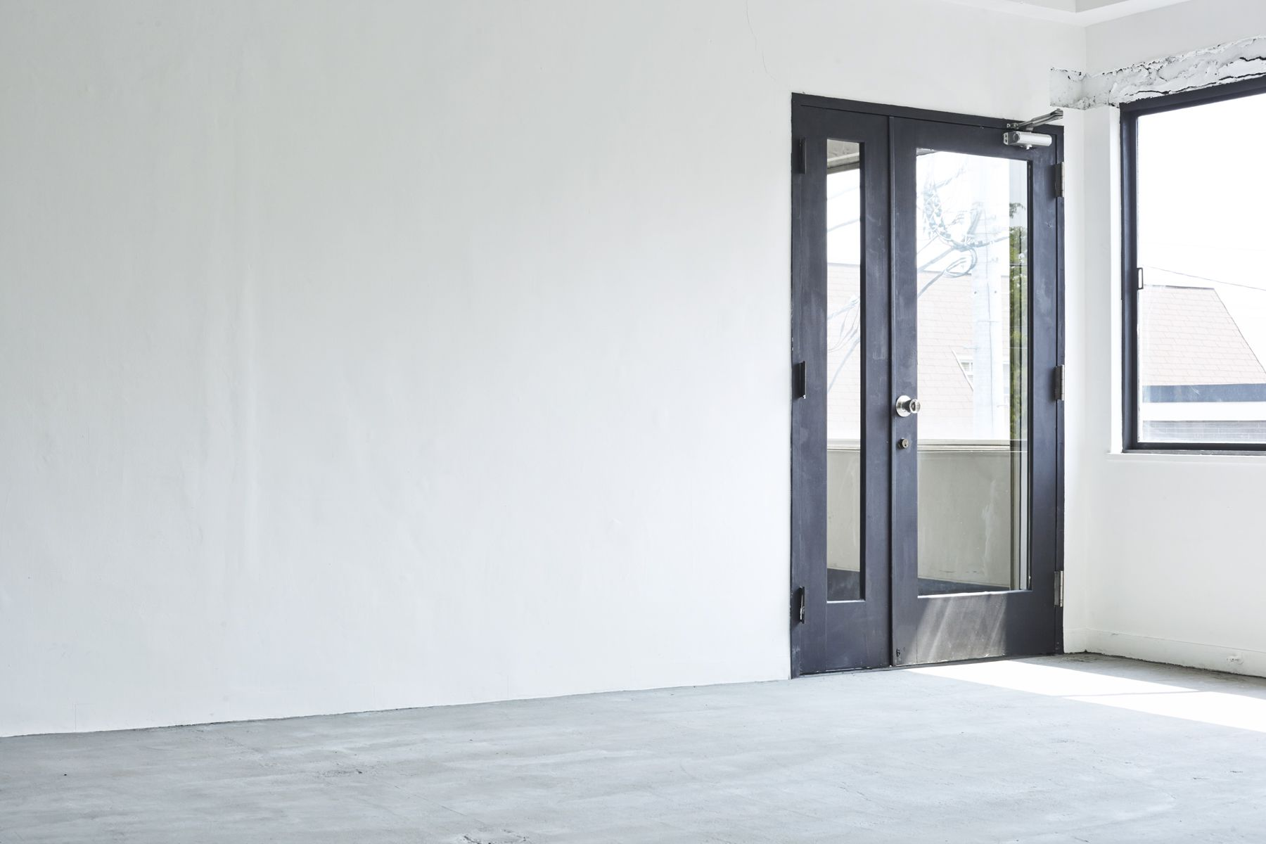 Tree&Suns Studio (ツリー&サンズ スタジオ)自然光の入る白壁