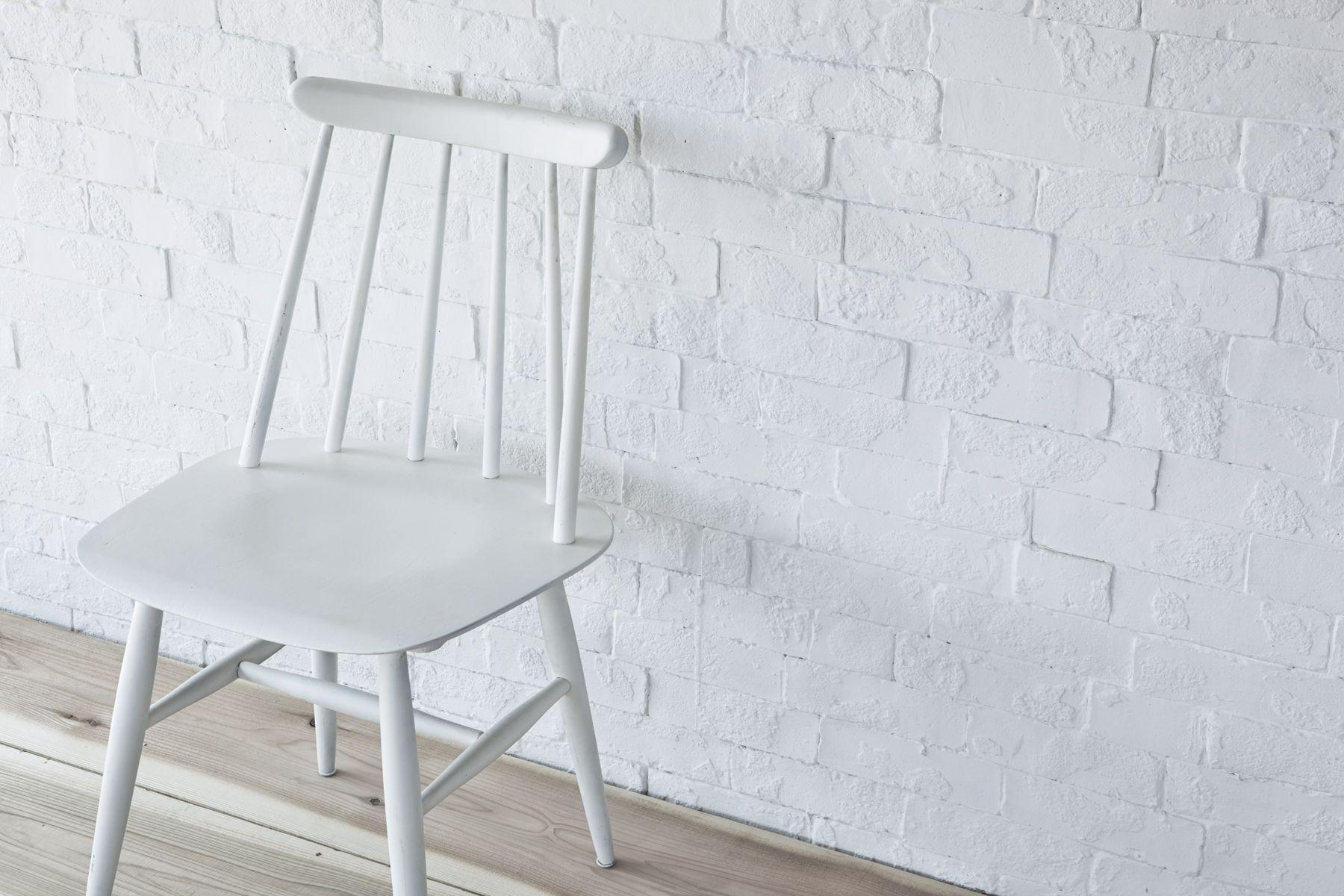 Tree&Suns Studio (ツリー&サンズ スタジオ)レンガ壁と椅子
