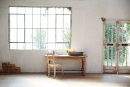 Studio Lulu 狛江:グレーレンガの壁と窓