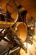 MOMENT KANDA 南口 (モーメント カンダ)/バー:2階(樽の個室)へ続く階段