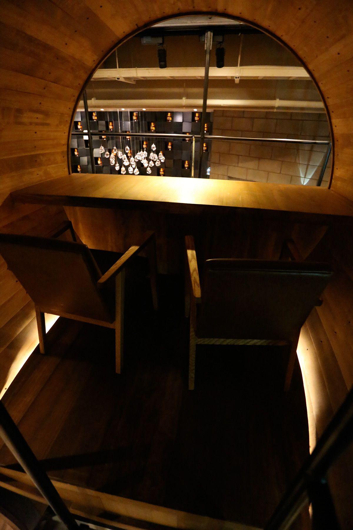 MOMENT KANDA 南口 (モーメント カンダ)/バー2階は樽の個室