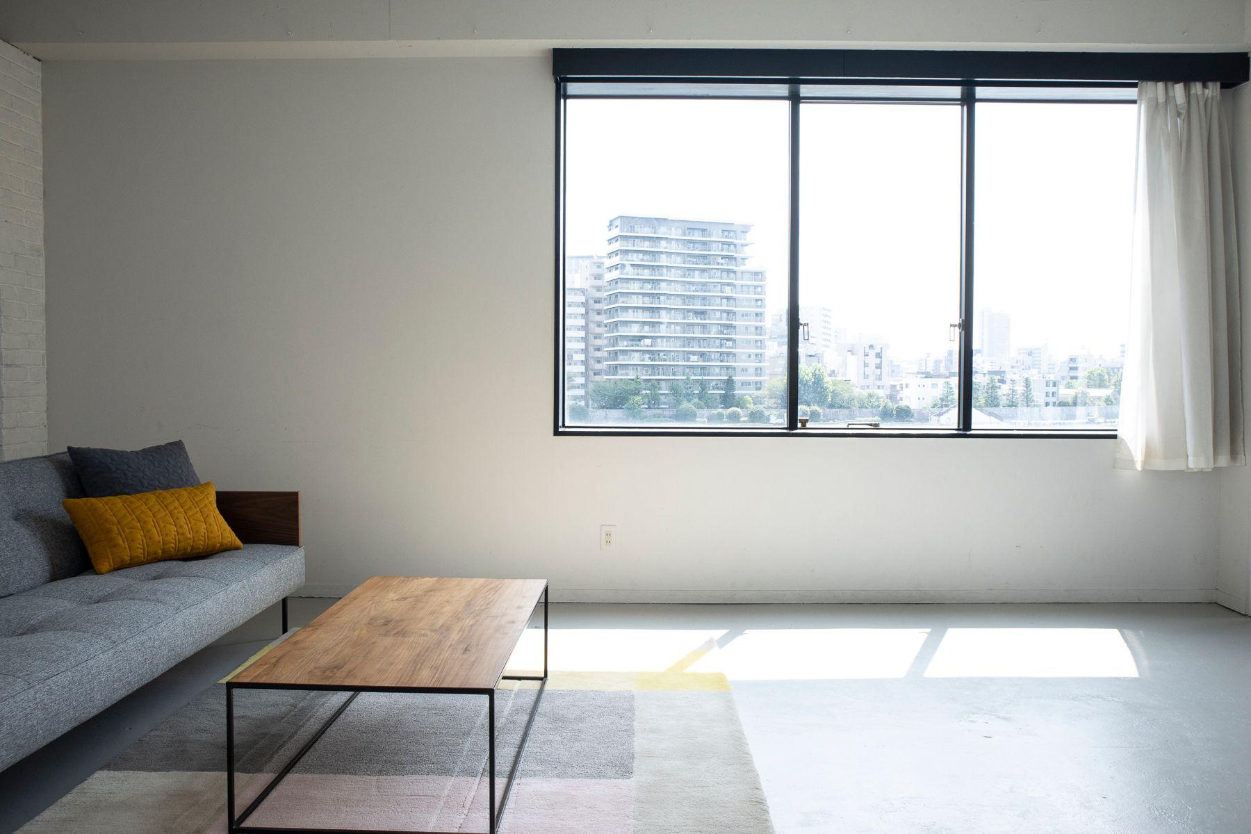 STUDIO FLOD(スタジオフロード)3、4F4F/BLACK 西側に大きな斜め窓