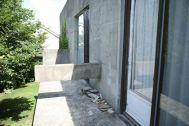 Atelier S 尾山台 (アトリエ エス):2F 南側_白古材壁