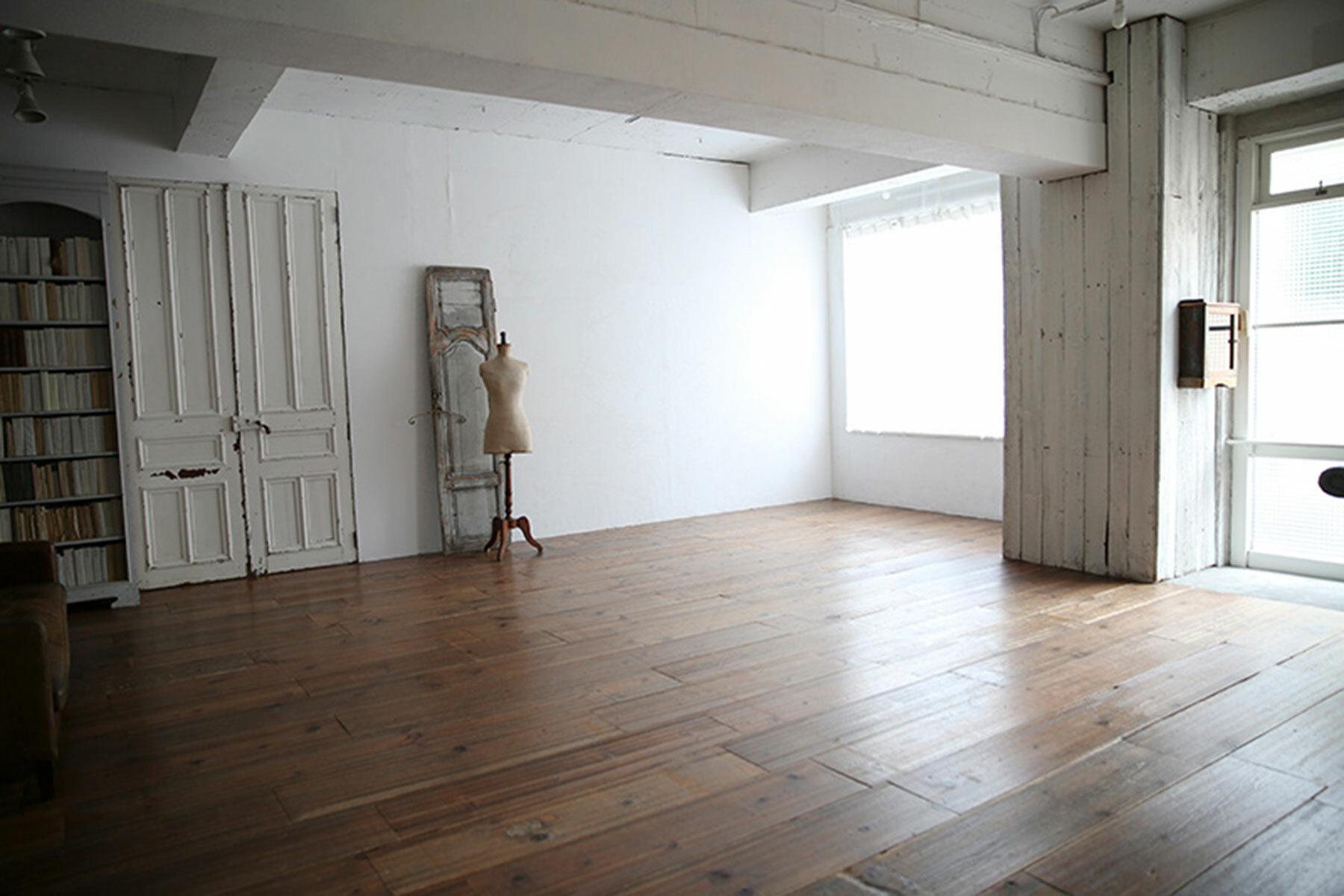 studio Slow (旧LaMOMO) 自由が丘中央部屋/フローリングとグレー壁
