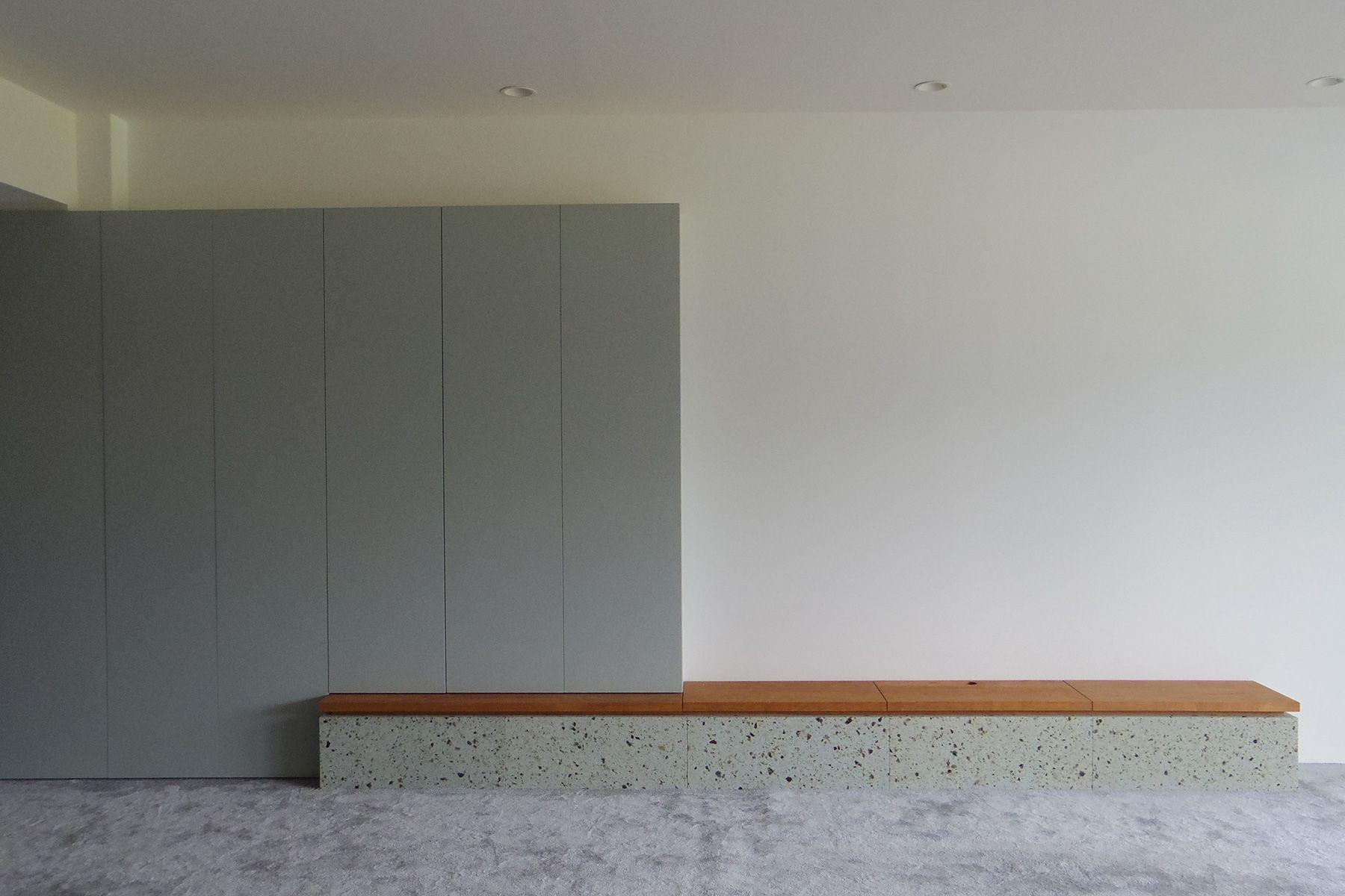 HOLIDAY APARTMENT/個人宅 (ホリデイアパートメント)テレビを下してベンチとして