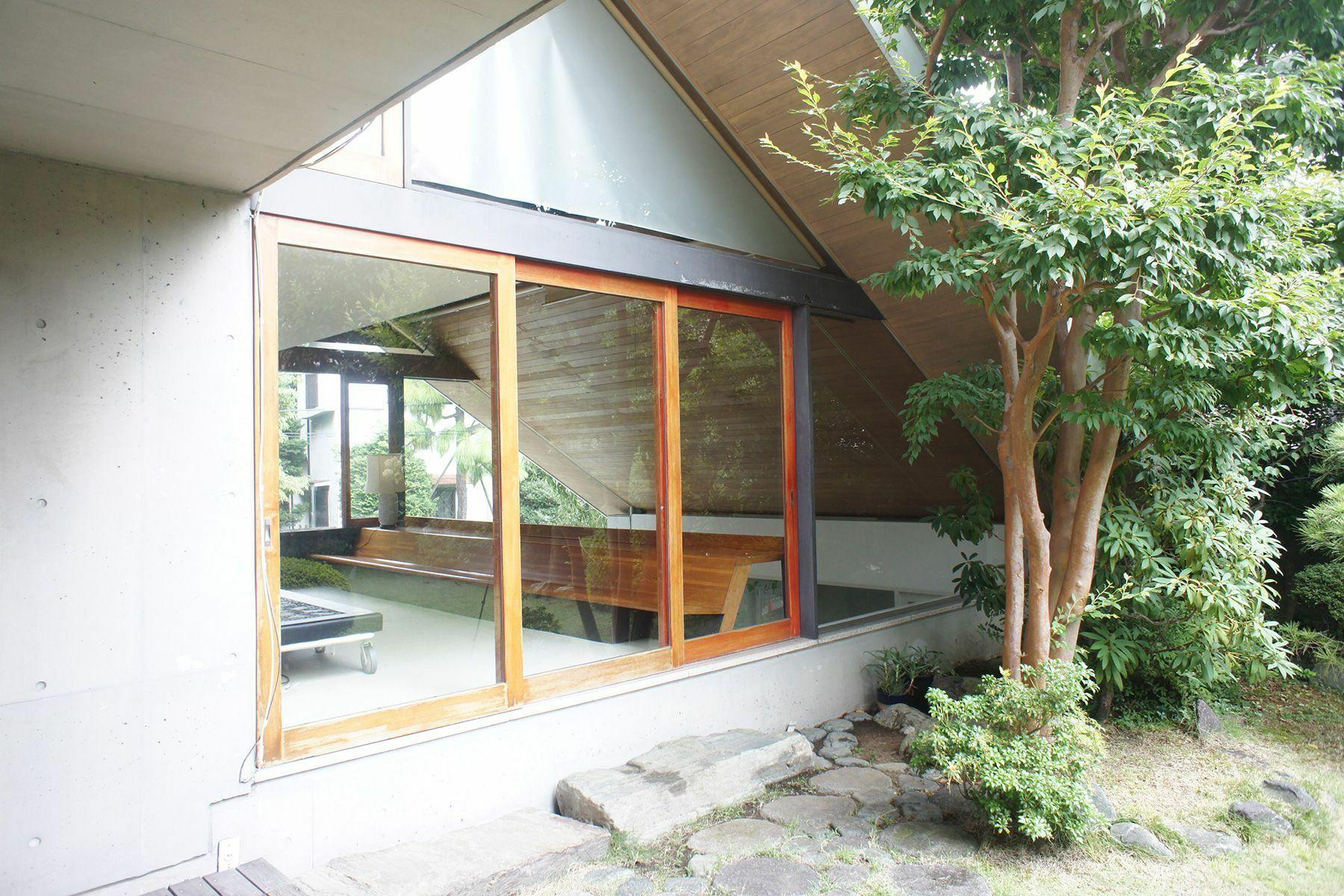 Arcstudio(アークスタジオ)和室 庭から室内