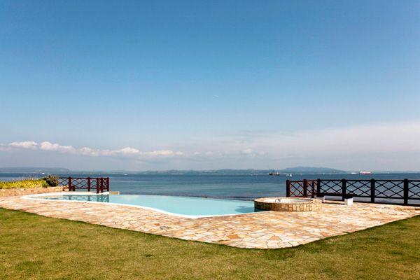 LAGUNA(ラグナ)空と海とプールが一体化