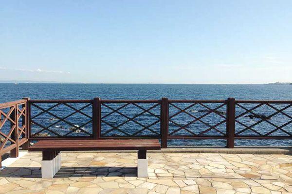 LAGUNA(ラグナ)海を見渡すベンチ