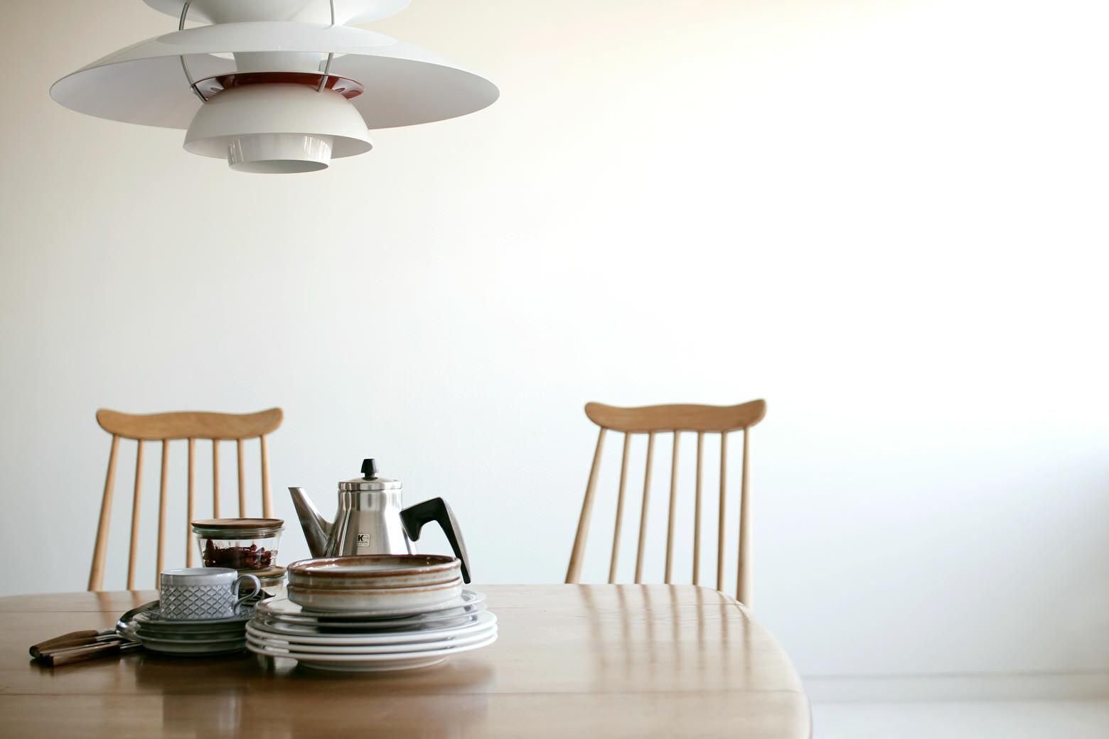FEM(フェム)テーブルとスツール