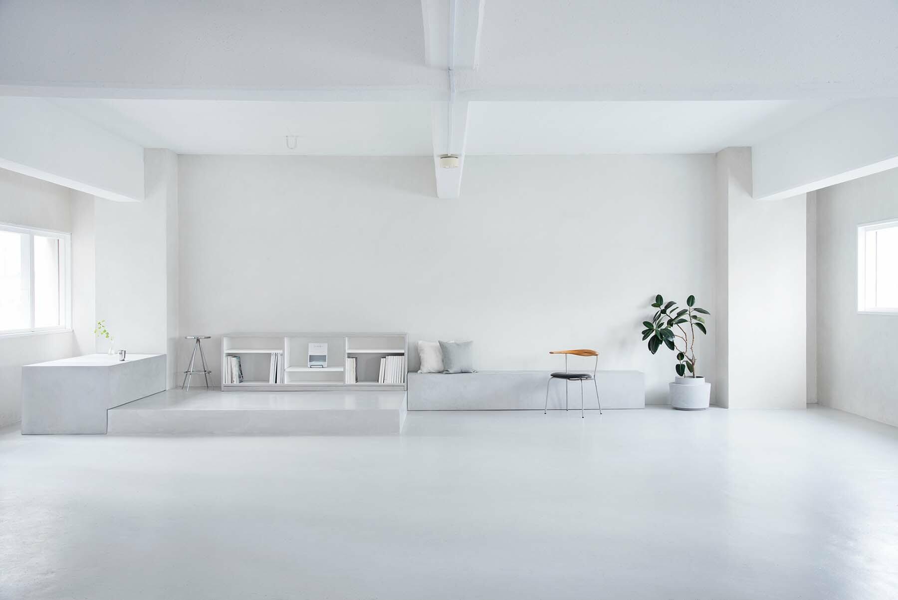 StudioBRICK 2F (スタジオブリック八丁堀2F)白壁と黒床のコントラスト
