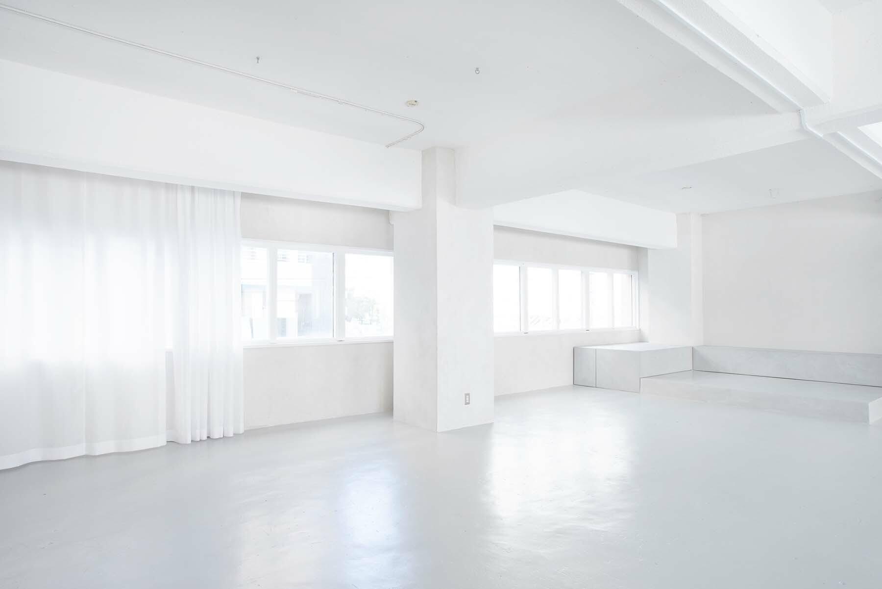 StudioBRICK 2F (スタジオブリック八丁堀2F)漆喰の白壁設置時