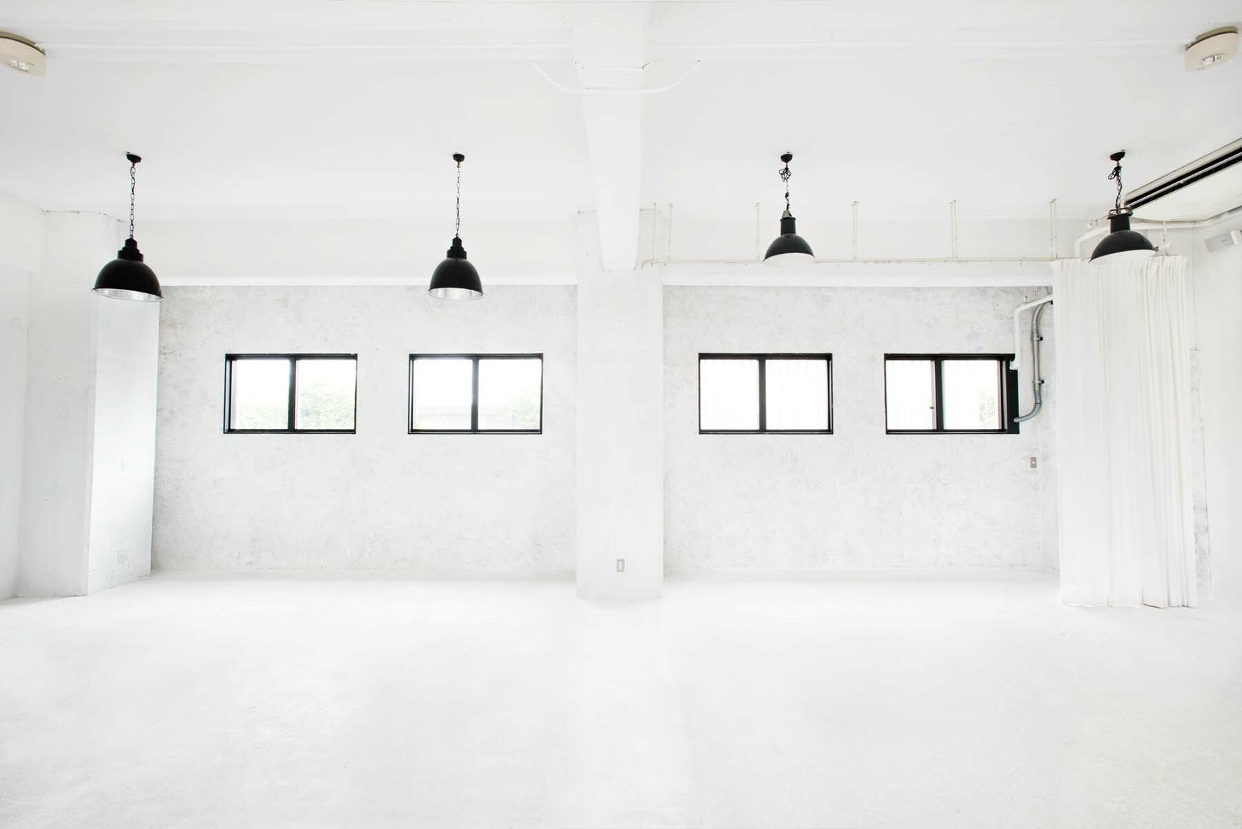 StudioBRICK 1F (スタジオブリック八丁堀1F)高い窓から光が入ります