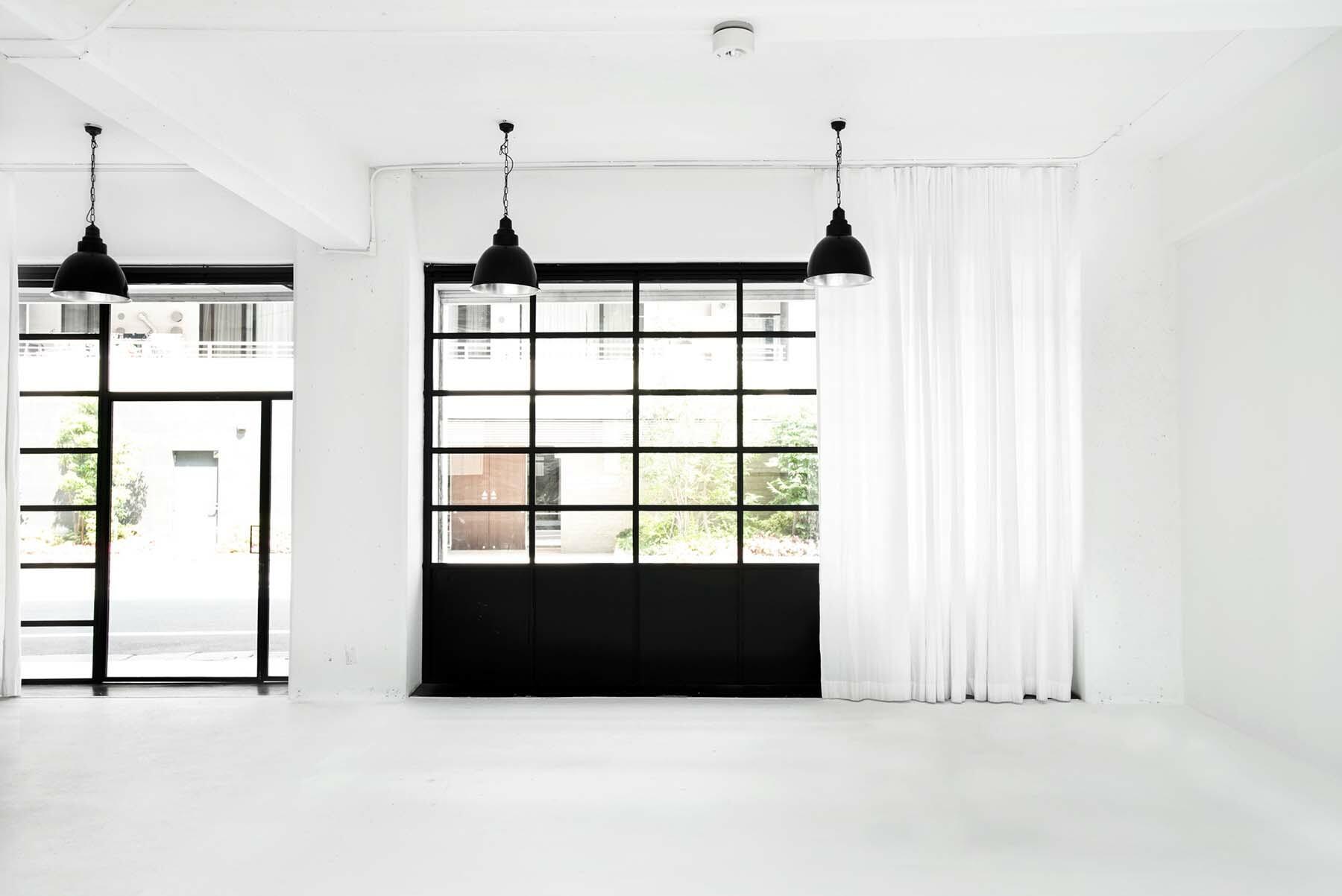 StudioBRICK 1F (スタジオブリック八丁堀1F)カーテンで光の調節が可能