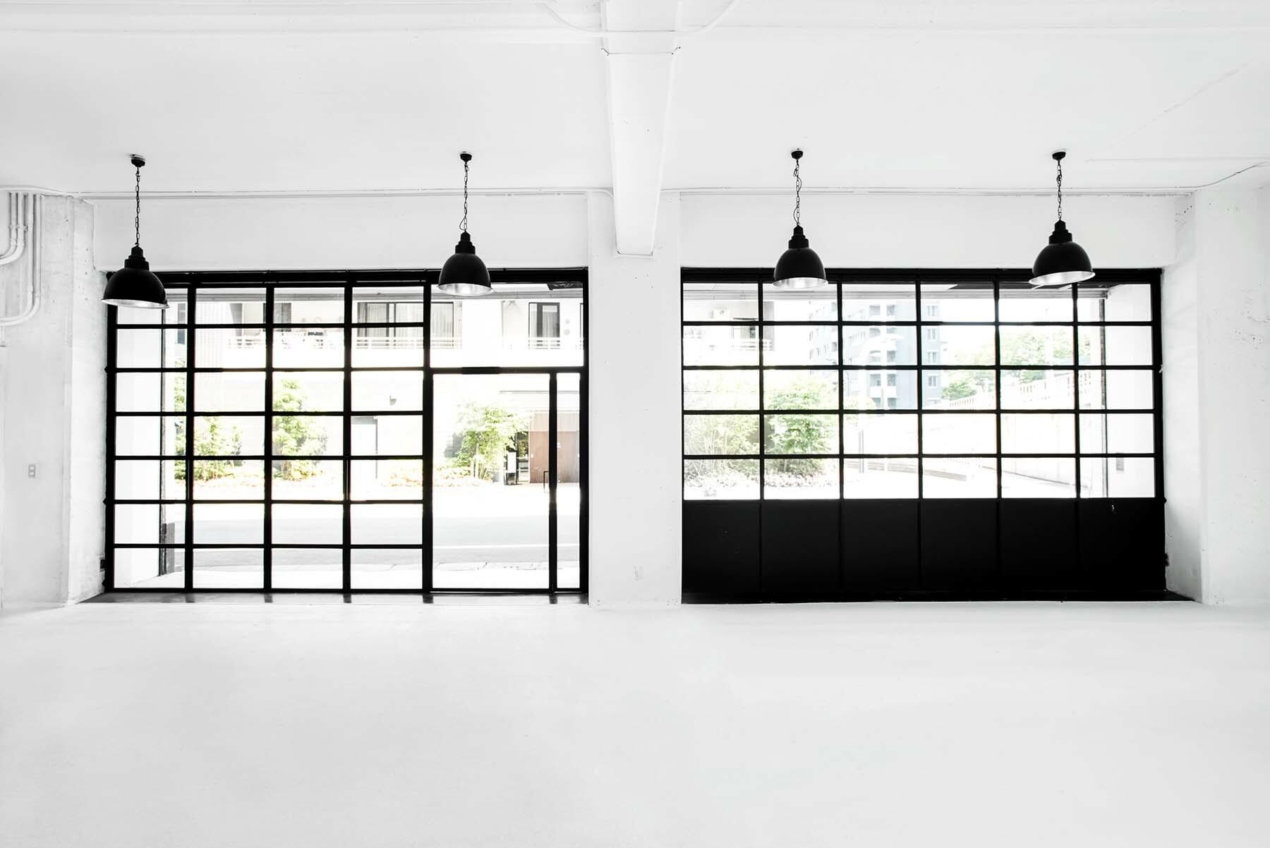 StudioBRICK 1F (スタジオブリック八丁堀1F)白と黒のコントラスト