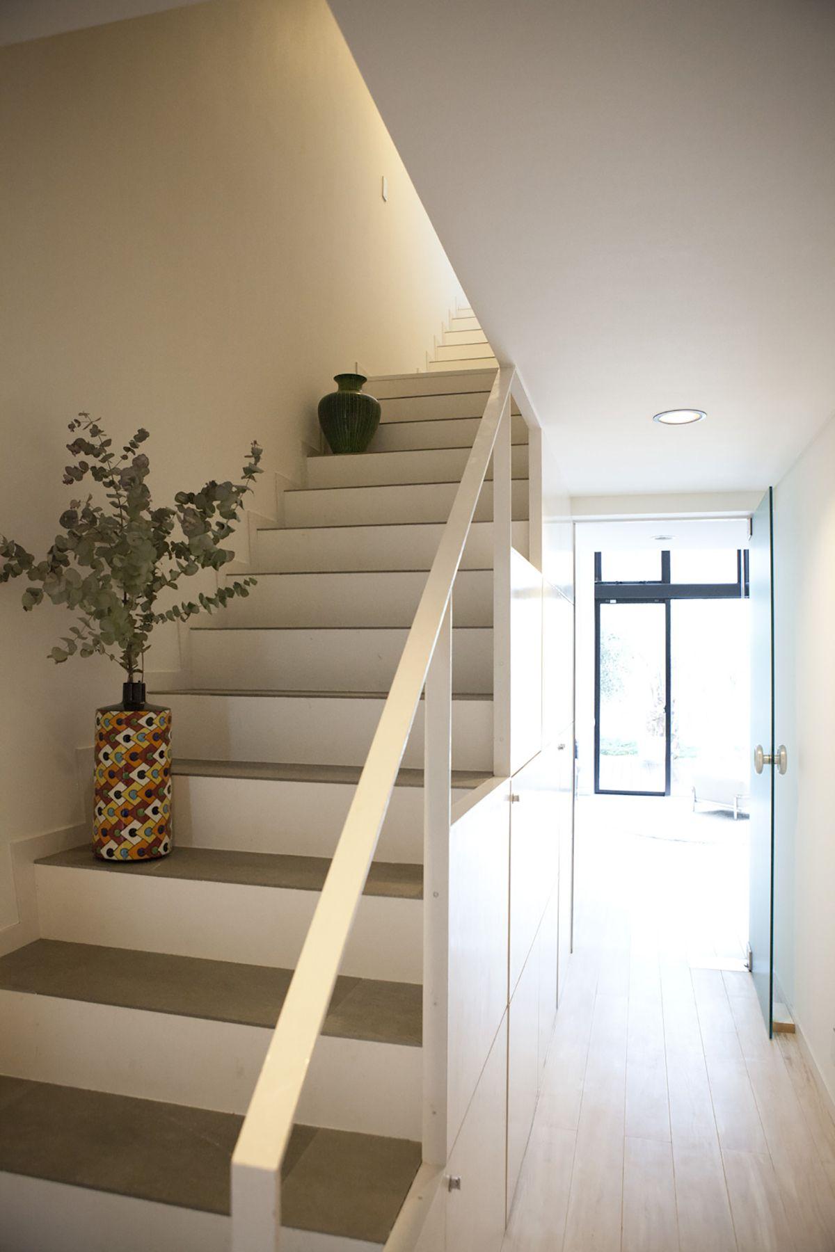 由比ケ浜の住宅/個人宅1F 階段
