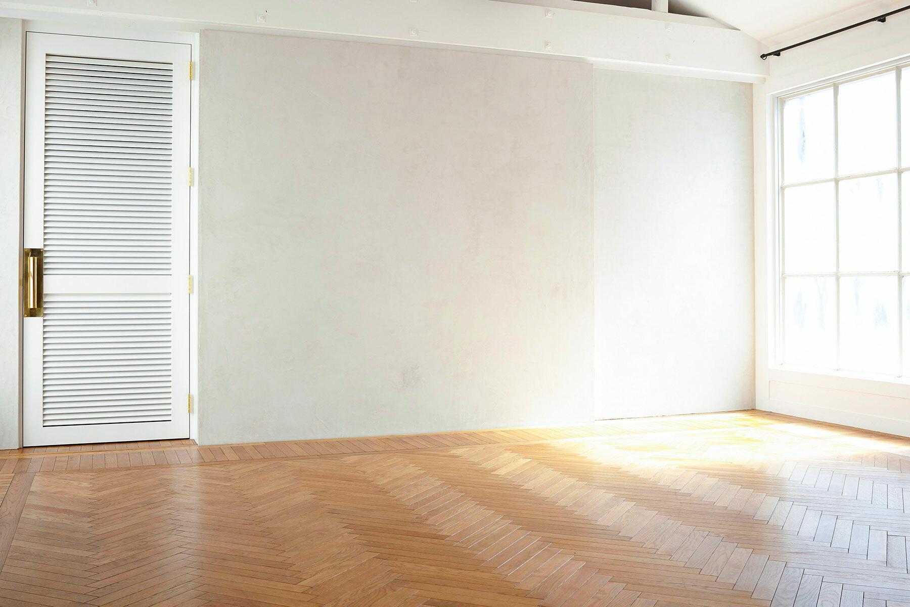 BASE STUDIO HIGASHIYAMA (ベース スタジオ)西側(白壁・床)