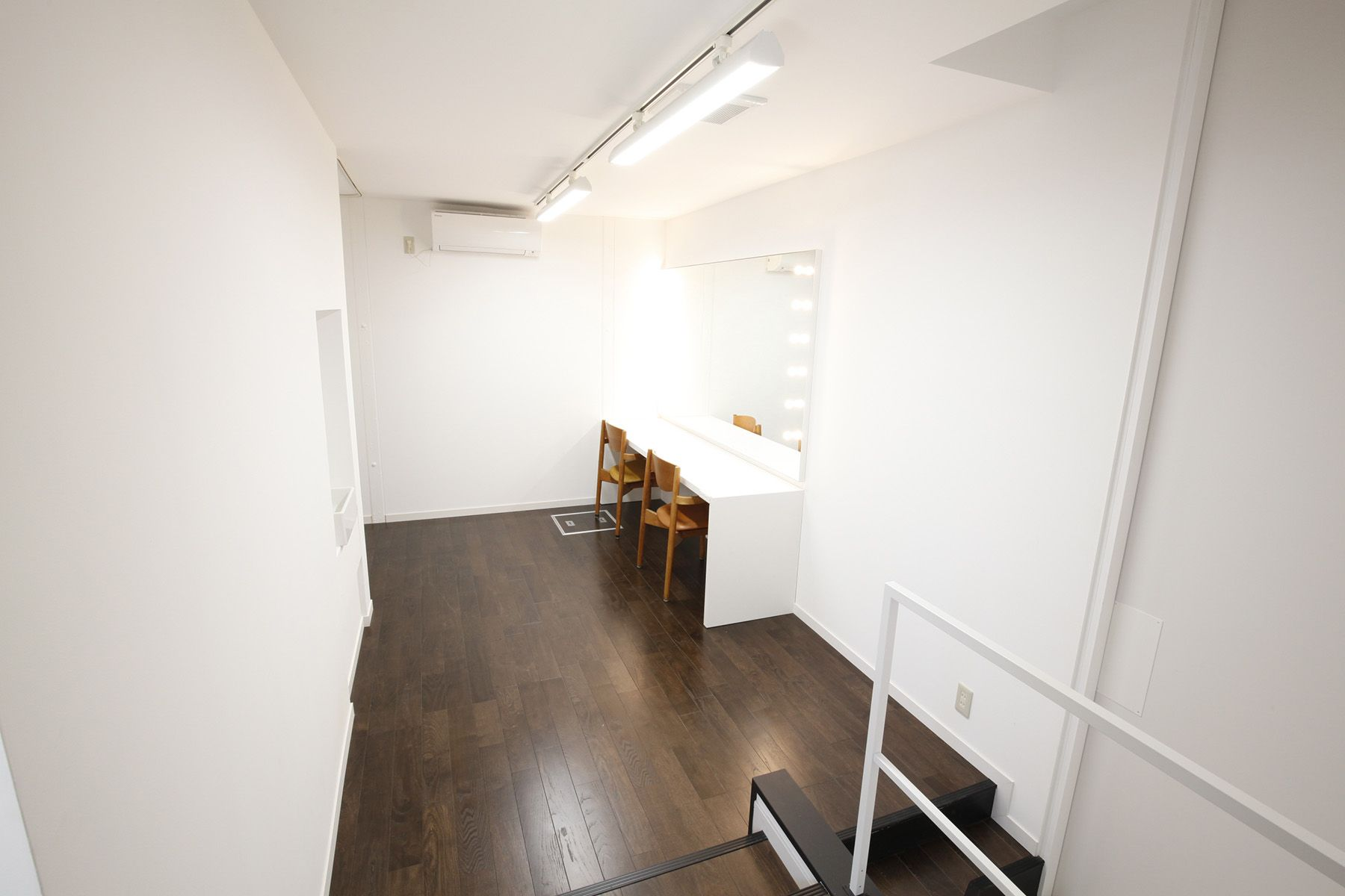 BASE STUDIO HIGASHIYAMA (ベース スタジオ)1F床塗装