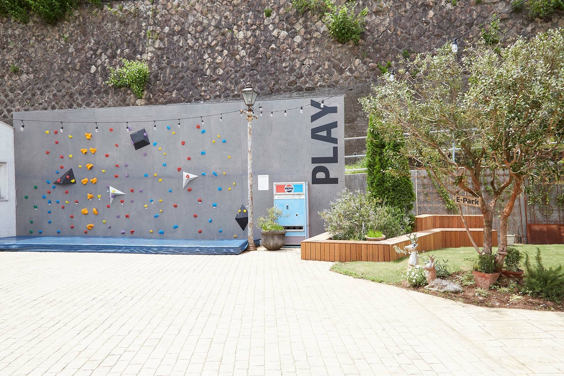 Three House (スリーハウス)