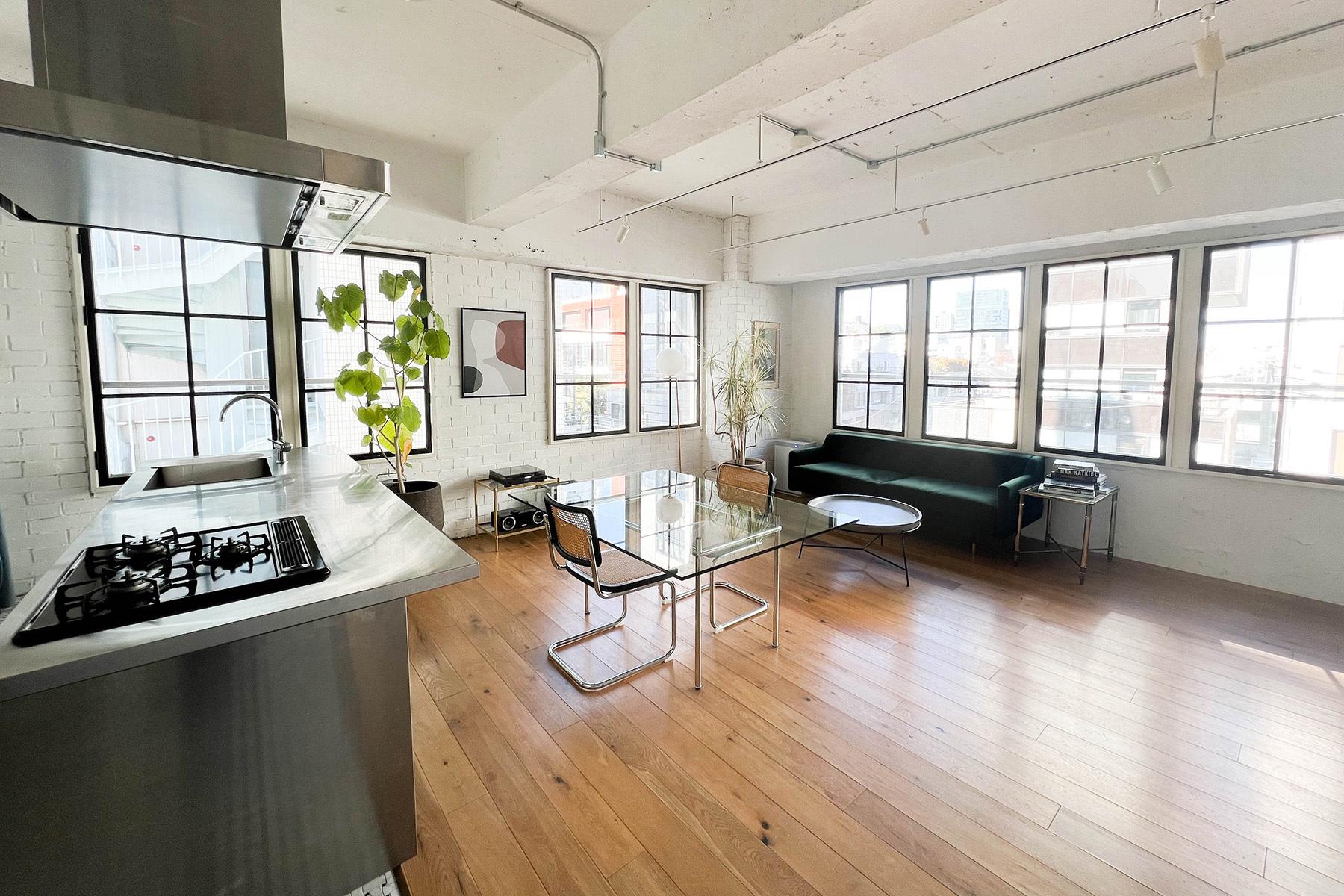 atelier rauque Cstudio (アトリエロークCスタジオ)キッチン側からリビング