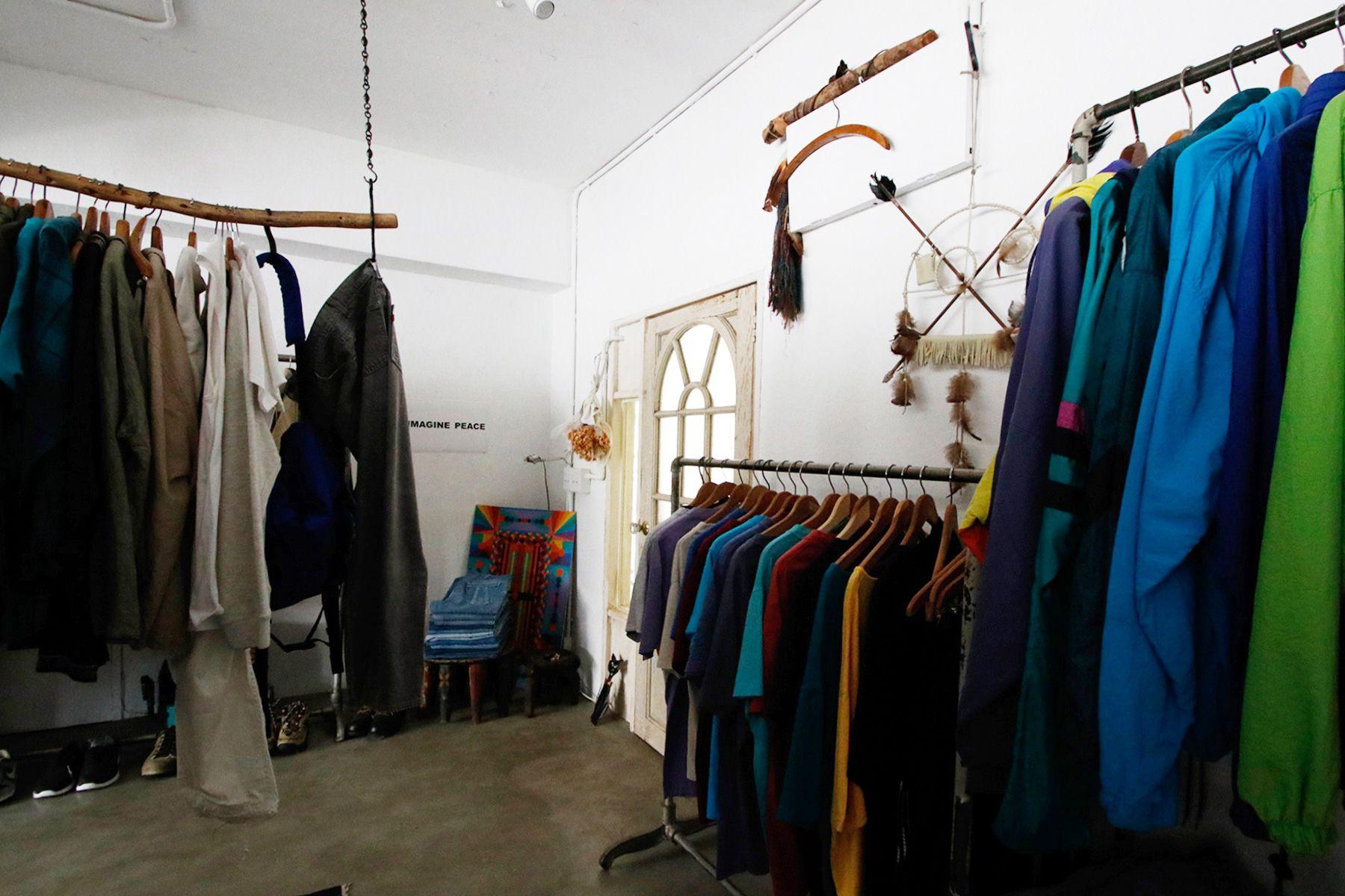 STRANGER/shop (ストレンジャー)店内 玄関横