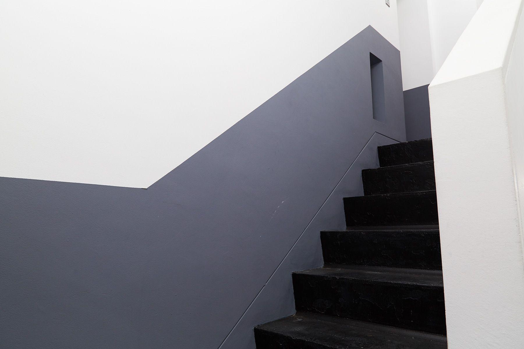 Studio 5th NAKAMEGURO (スタジオフィフス)階段:スタジオ用塗料で塗装済み