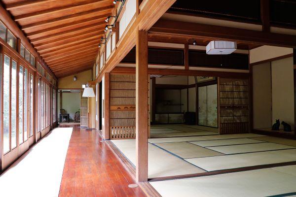 昭和の家(しょうわのいえ)廊下側から和室