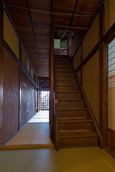 旅館 喜多屋 (キタヤ)中央の階段