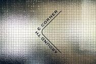 AROUND THE CORNER (アラウンド ザ コーナー):