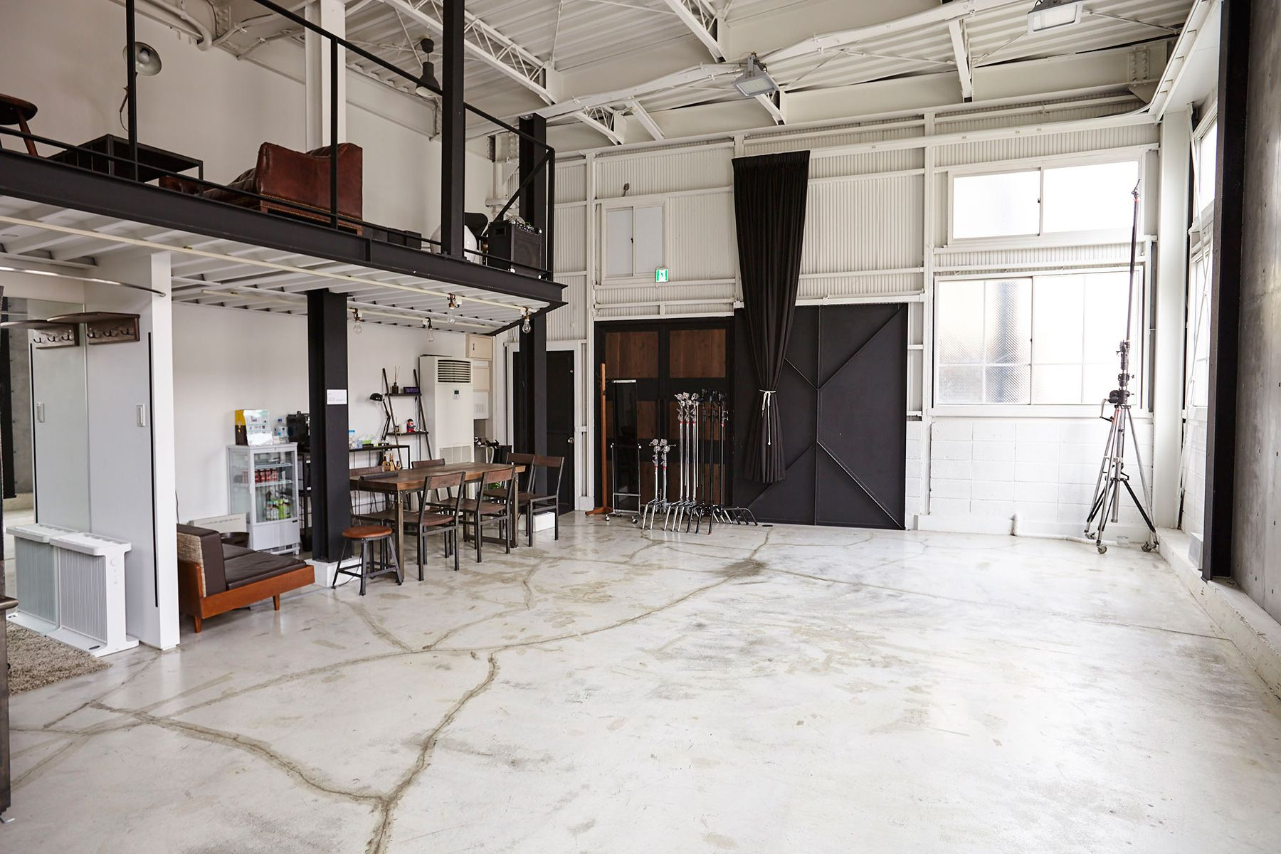 Studio I-AM (スタジオ アイアム)1F