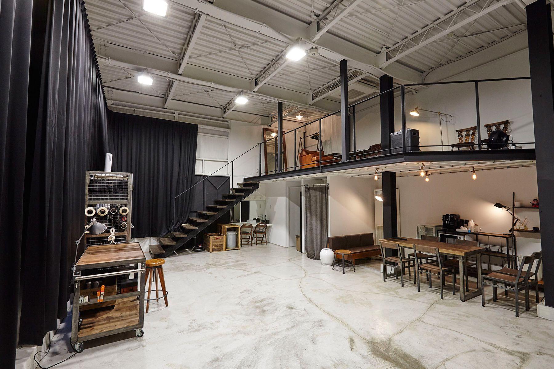 Studio I-AM (スタジオ アイアム)1F 玄関から室内